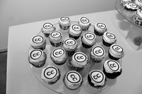Cupcakes in black and white